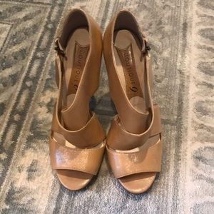Beige heels Boutique 9